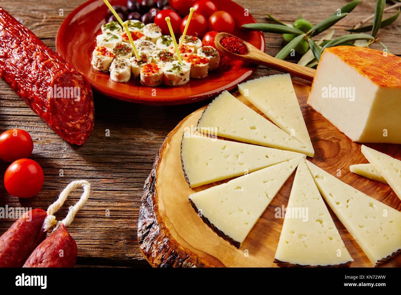 Tapas wurst Mix aus Spanien Jamon Iberico lomo Käse, Schinken, Chorizo Oliven. Stockbild
