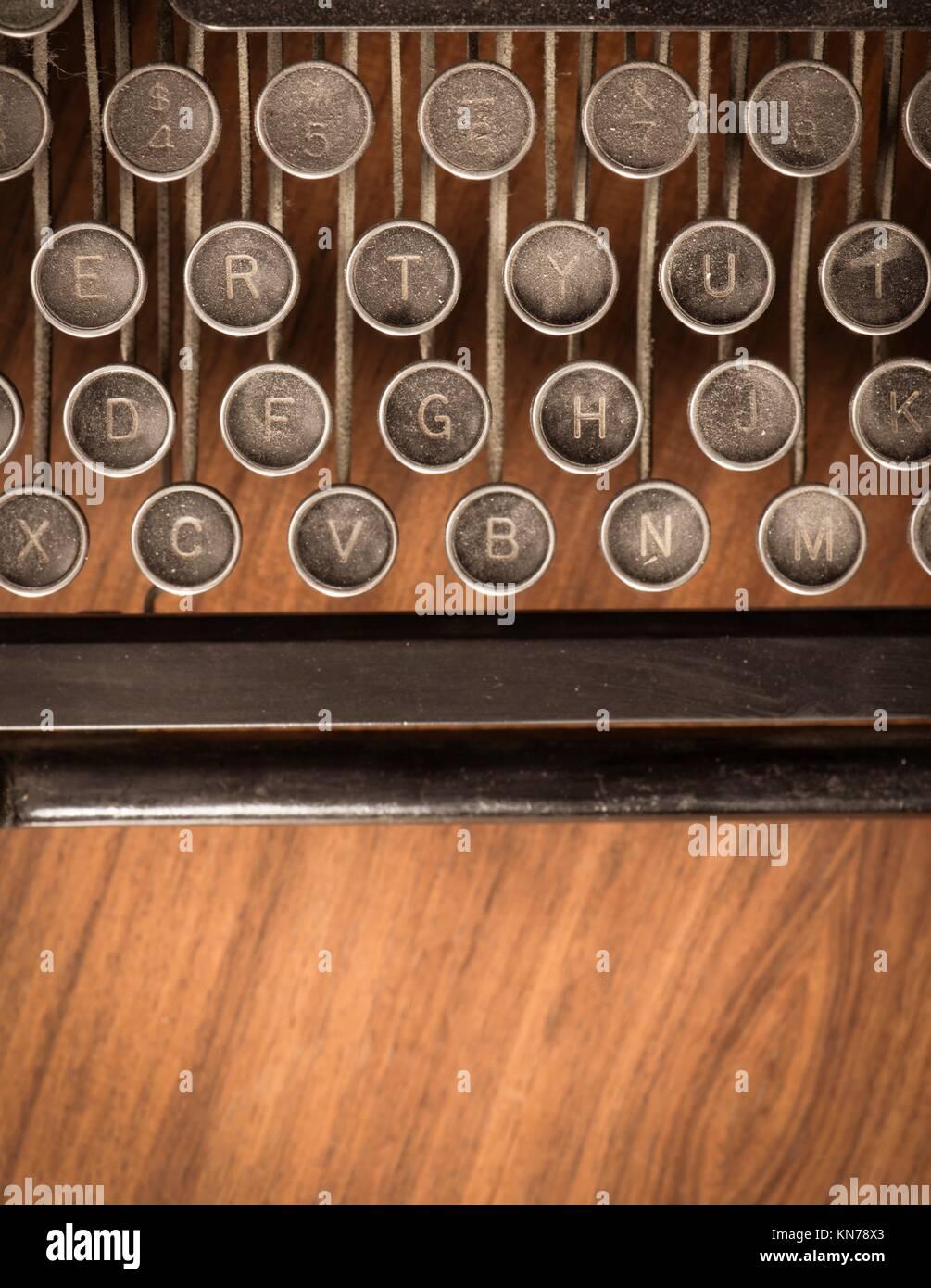 Retro Vintage Schreibmaschine Auf Holzernen Tisch Konzeptionelle