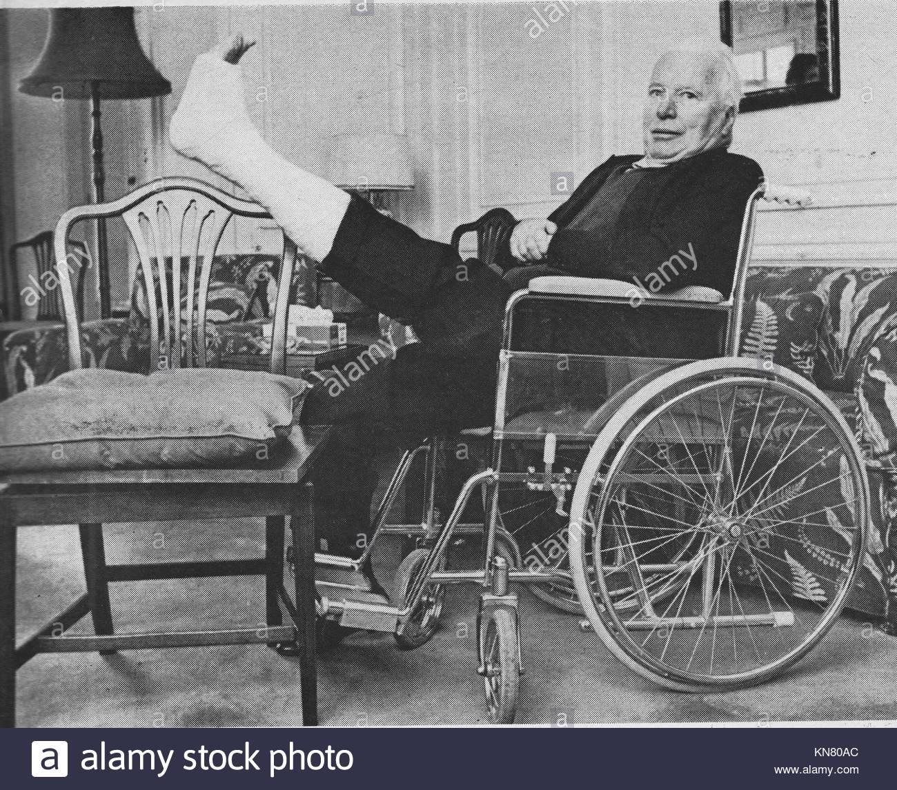 Charlie Chaplin In A Wheelchair Stockfotos & Charlie Chaplin In A ...