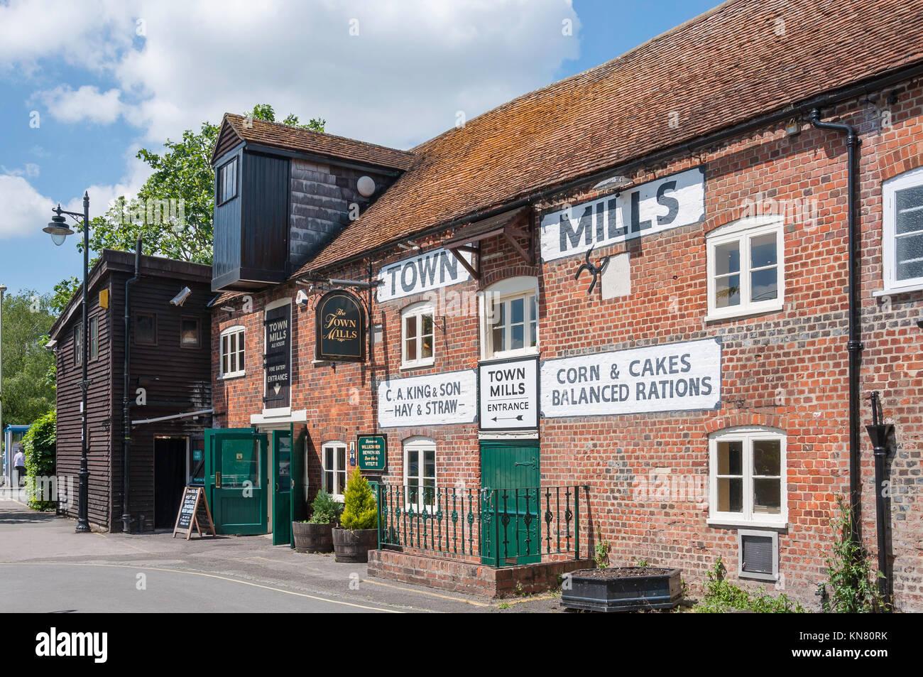 Die Stadt Mühlen Ale House, Bridge Street, Andover, Hampshire, England, Vereinigtes Königreich Stockbild