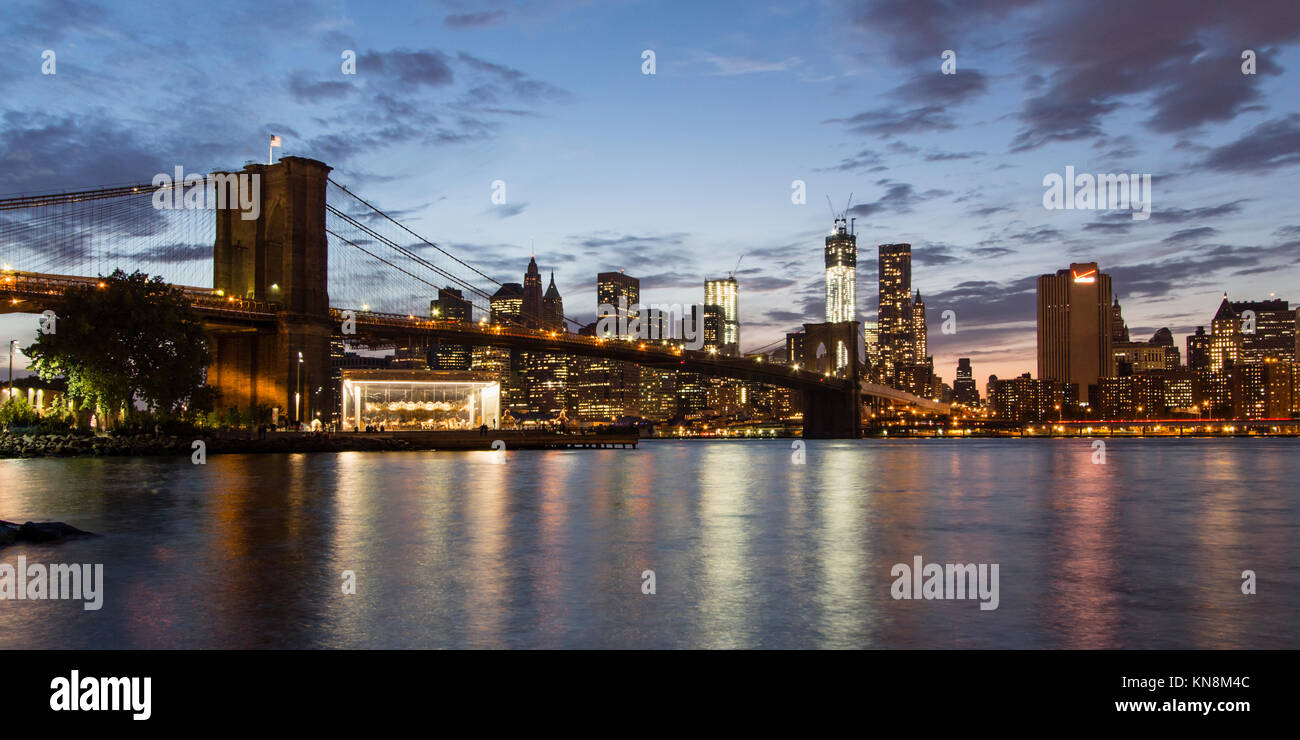 Brooklyn Bridge, die Skyline von Manhattan, NYC Stockbild