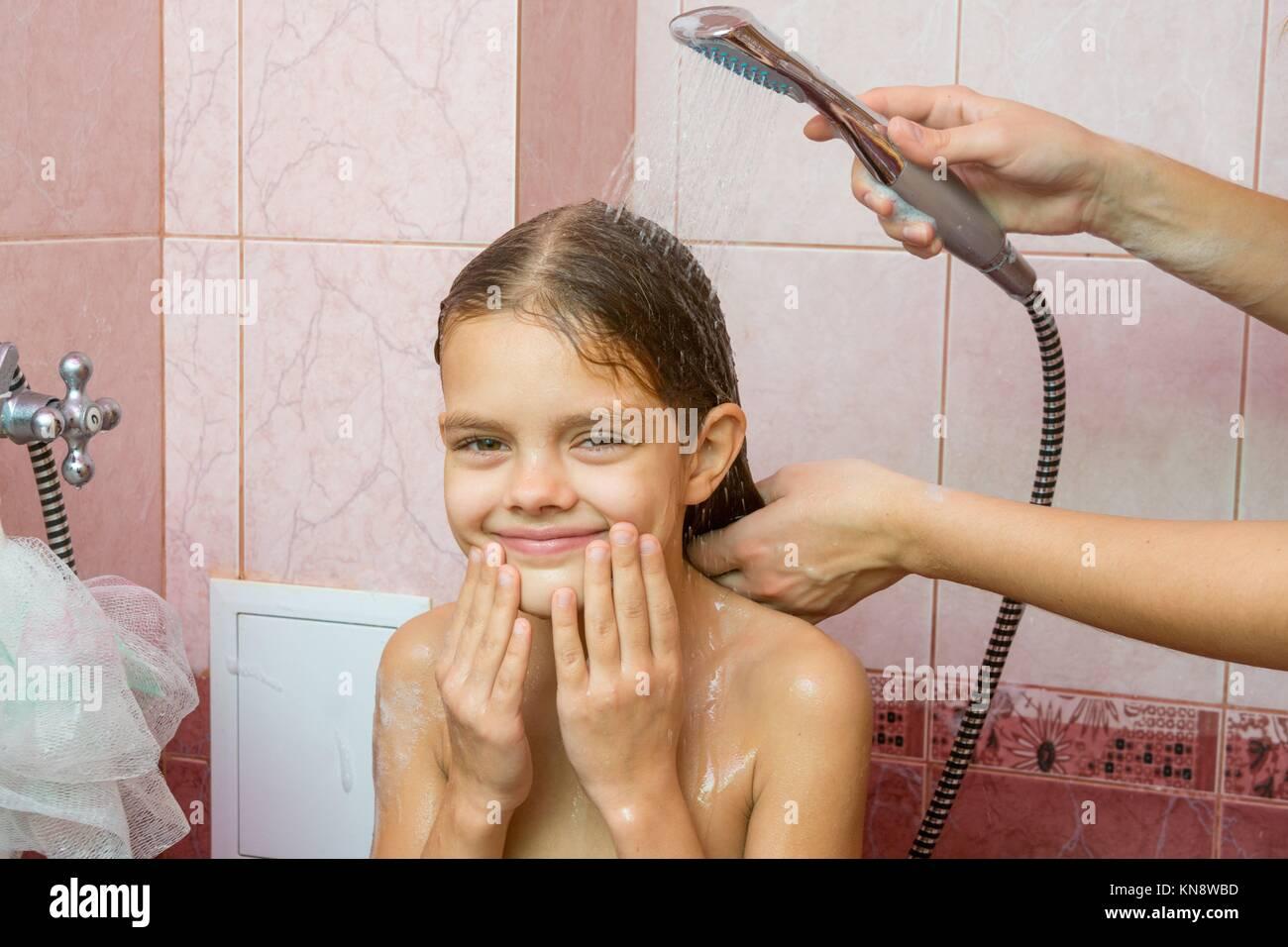 MäDchen In Dusche