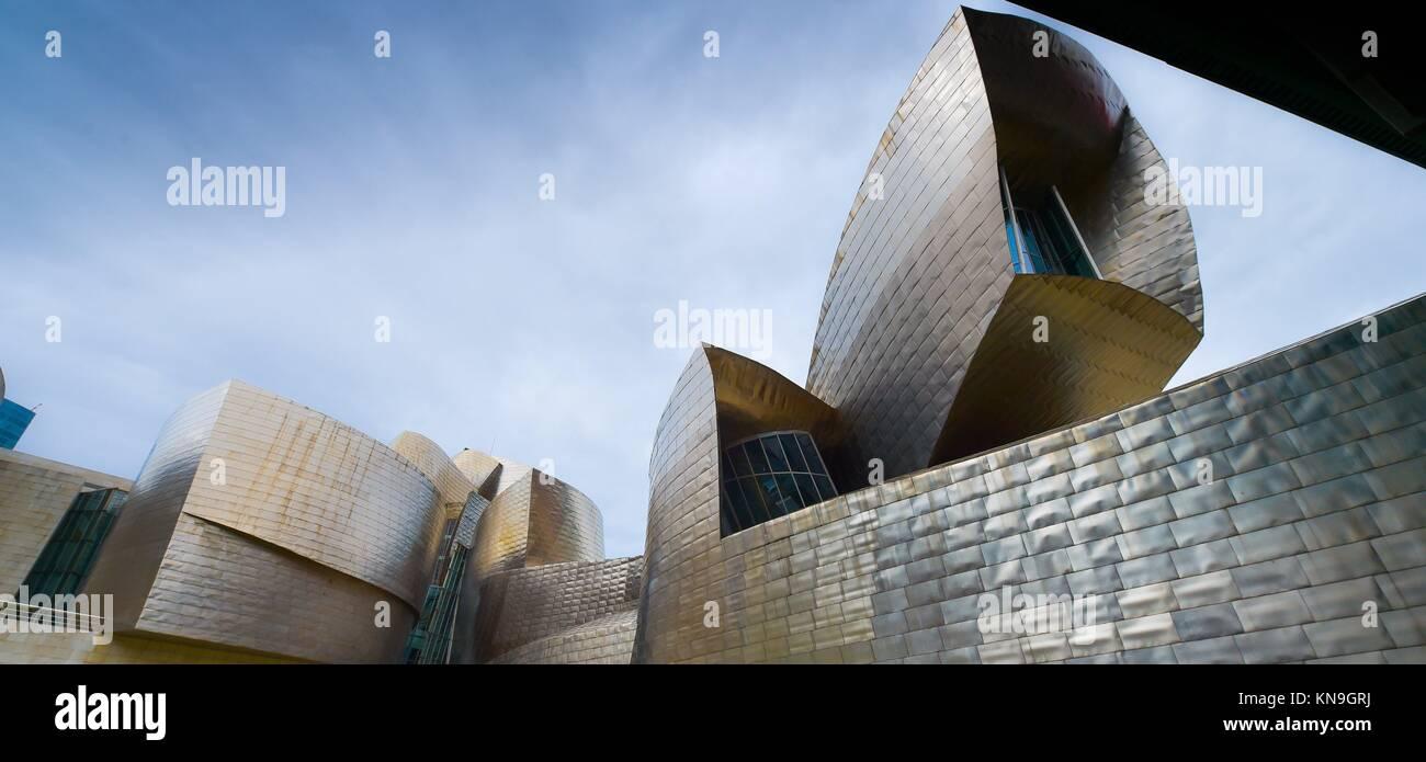 Bilbao, Spanien Aussicht für Moderne und Zeitgenössische Kunst Guggenheim Museum, entworfen von dem amerikanischen Stockbild