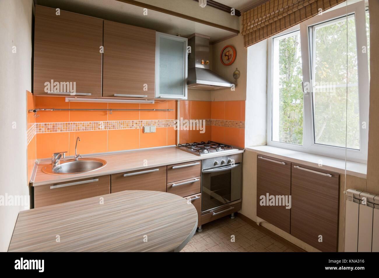 Der Innenraum eines leeren Küche zu verkaufen Stockfoto, Bild ...