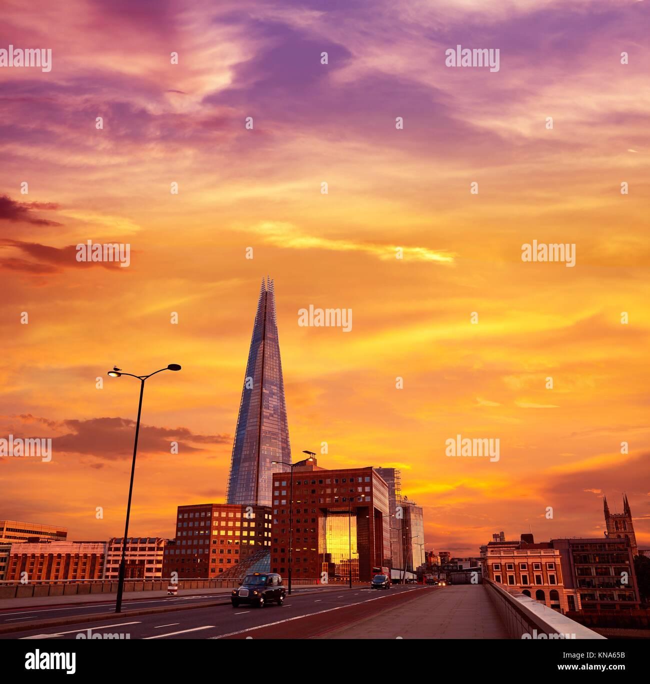 London The Shard Gebäude bei Sonnenuntergang in England. Stockbild