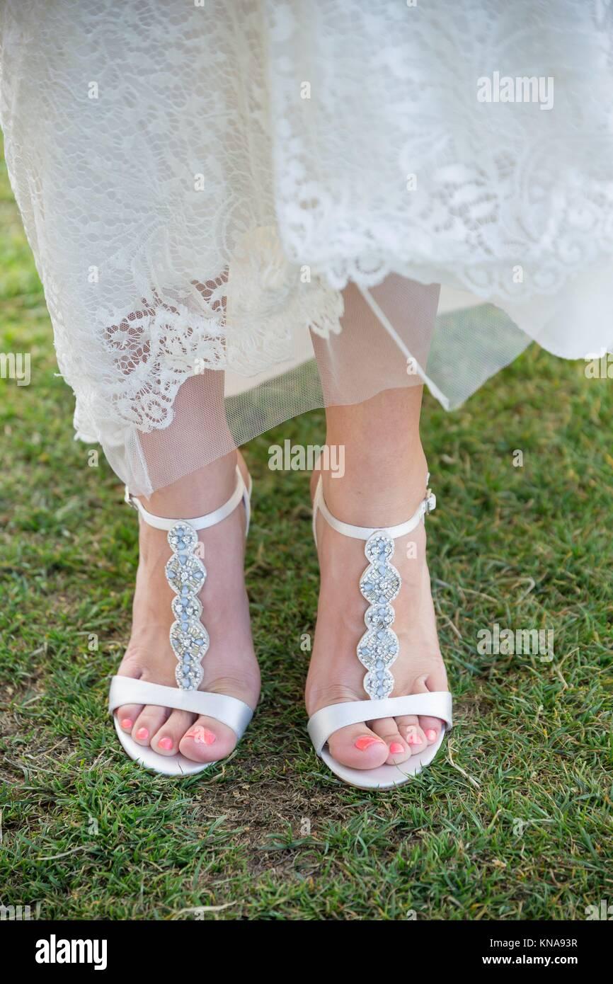 Schuhe Hochzeit | Braut Hochzeit Schuhe Auf Gras An Einem Golfkurs Hochzeit In Oregon