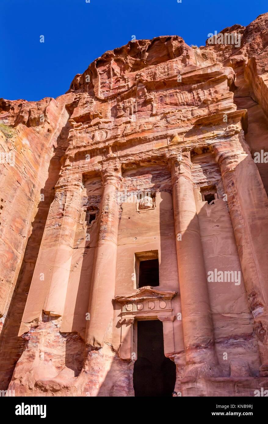 Rock Royal Tomb Arch Petra Jordan. Durch die Nabataens 200 v. Chr. bis 400 n. Rose Red Canyon Wände schaffen viele Stockfoto