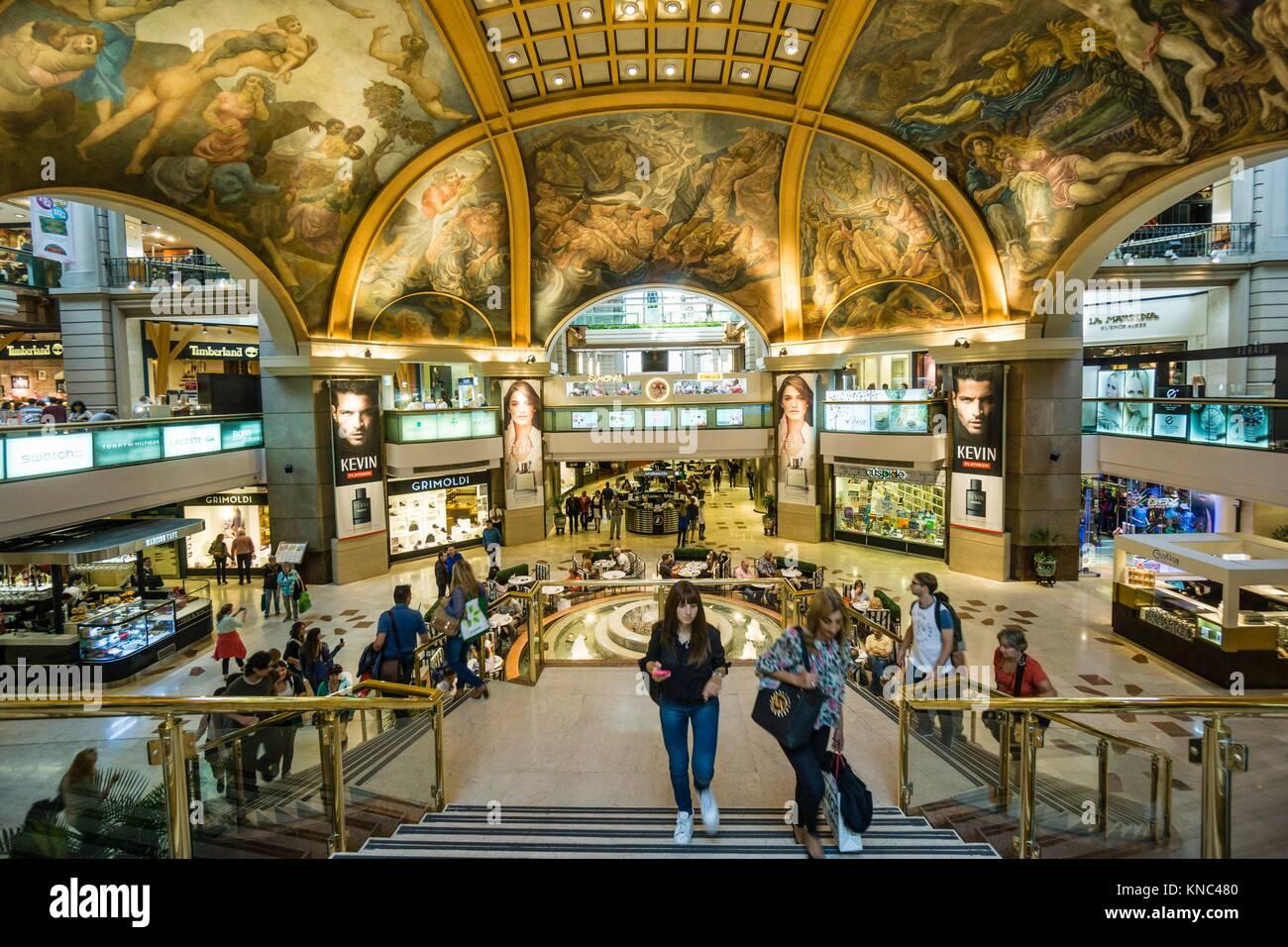 Galerias Pacifico, Obra del ingeniero Emilio Agrelo y el Arquitecto parmesano Roland Le Vacher, Fresken en La Cúpula Stockbild