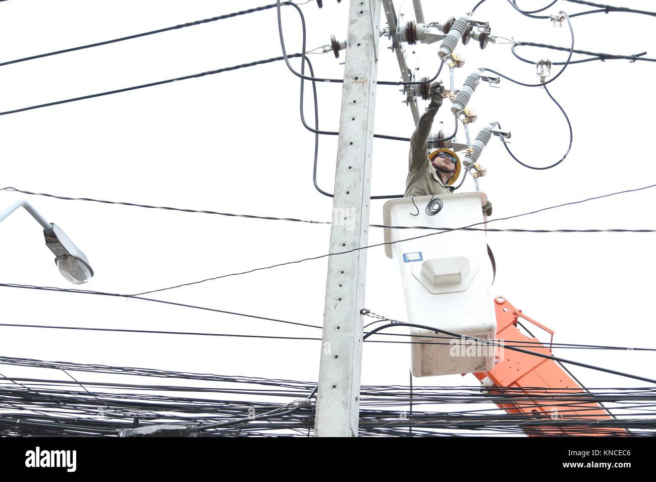 Fein Wie Man Elektrische Leitungen In Einem Neuen Haus Installiert ...