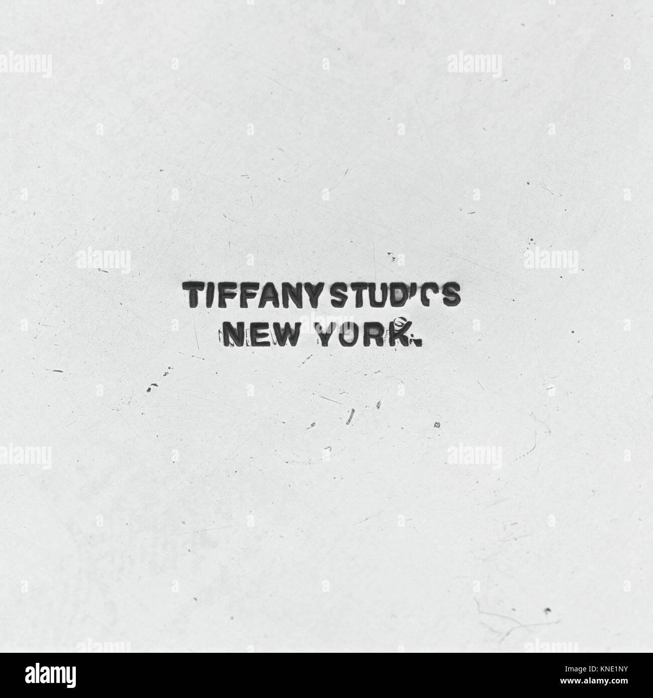 Becher MET DP 107443 2792 Designer: Entworfen von Louis Comfort Tiffany, Amerikanische, New York 1848?1933 New York, Stockbild