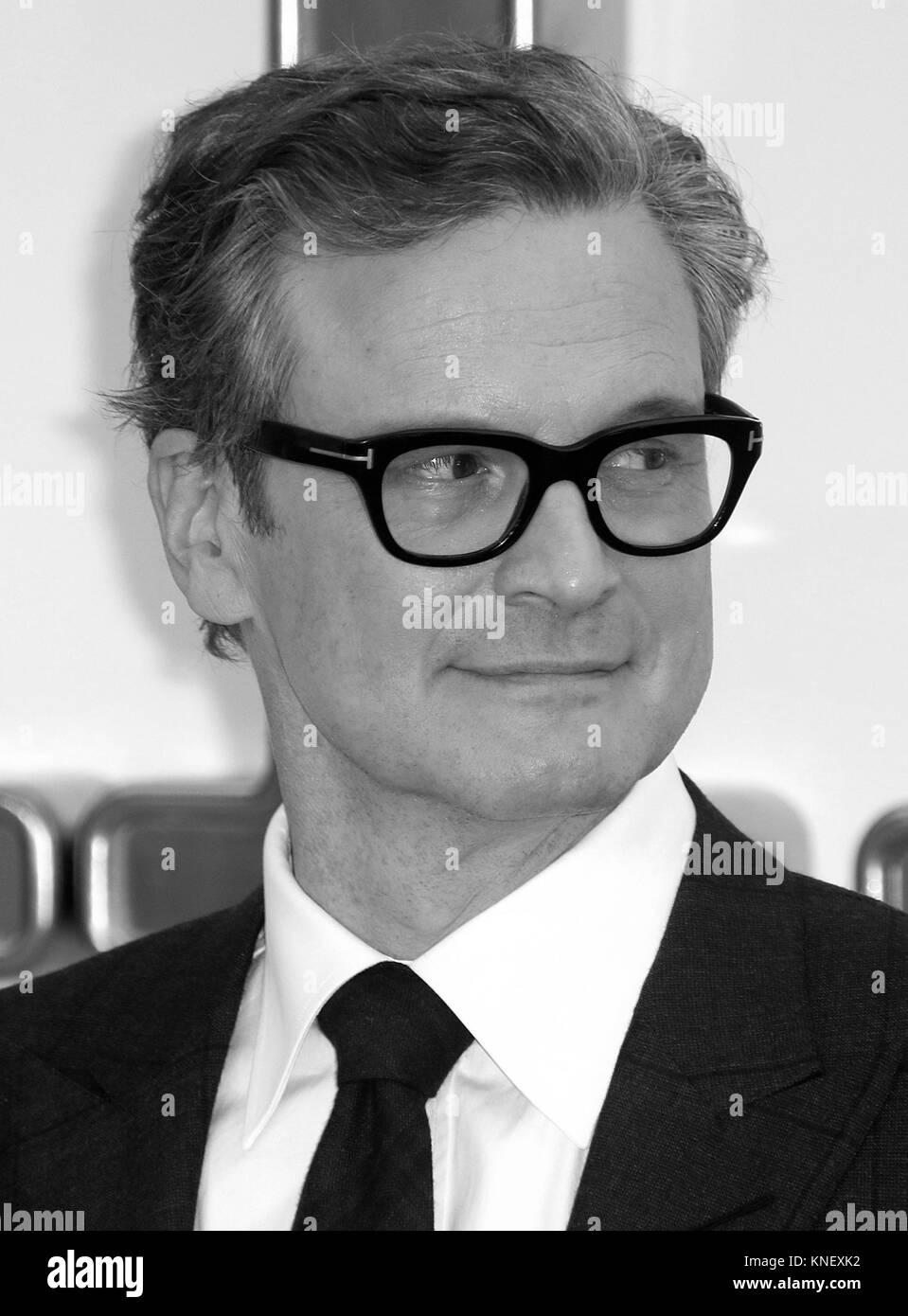 LONDON - Sept 18, 2017: Bild digital geändert werden schwarzweiß Colin Firth besucht die Kingsman: Der goldene Kreis Stockfoto