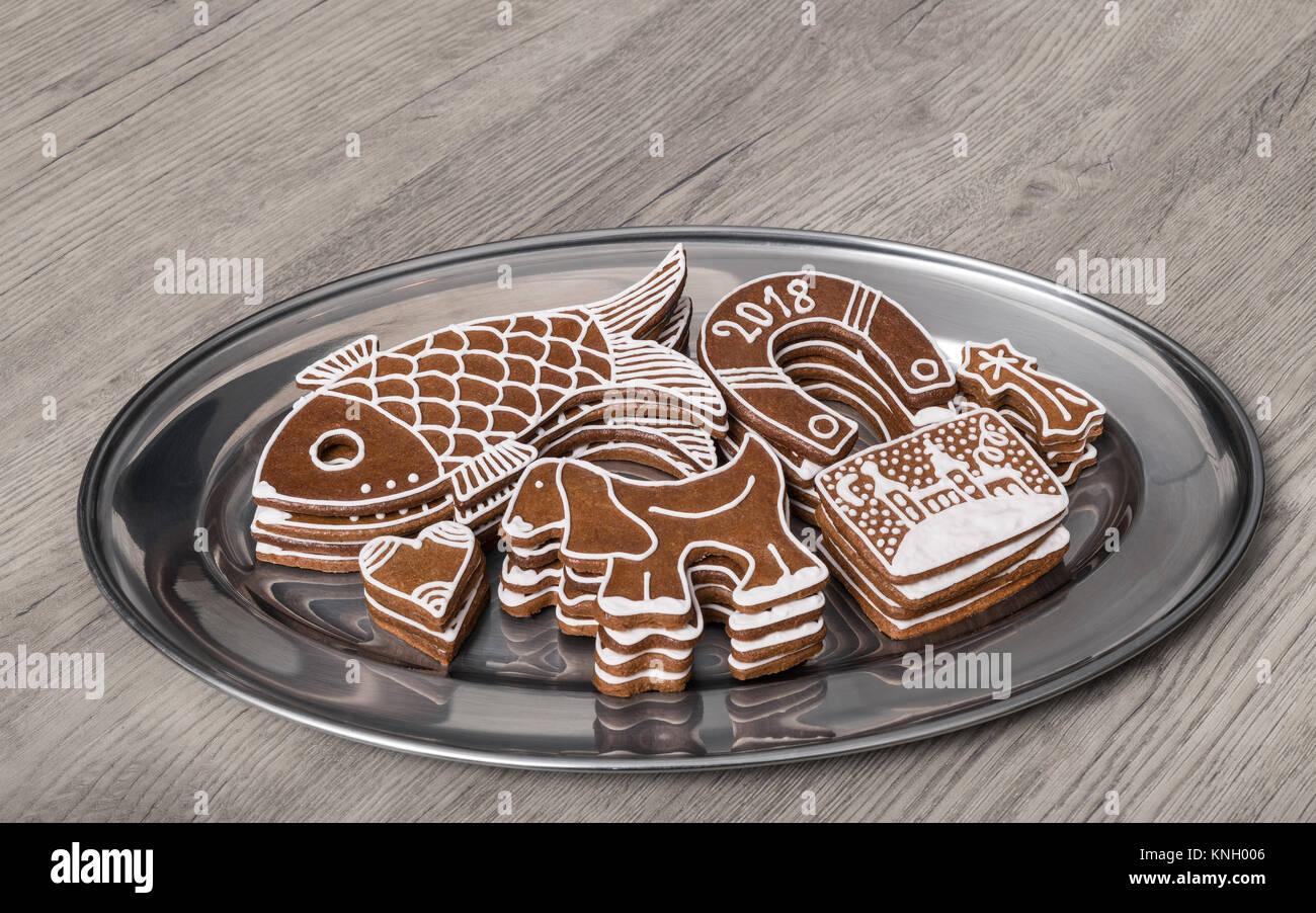 Weihnachten Lebkuchen In Verschiedenen Formen Auf Einer Hölzernen