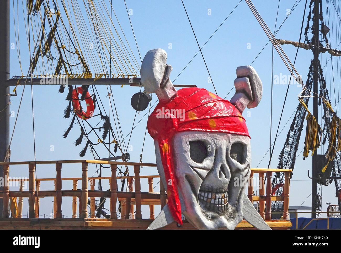 Ausflug Schiff mit Piraten Optik am Hafen von Alanya, Türkische Riviera, Türkei Stockbild