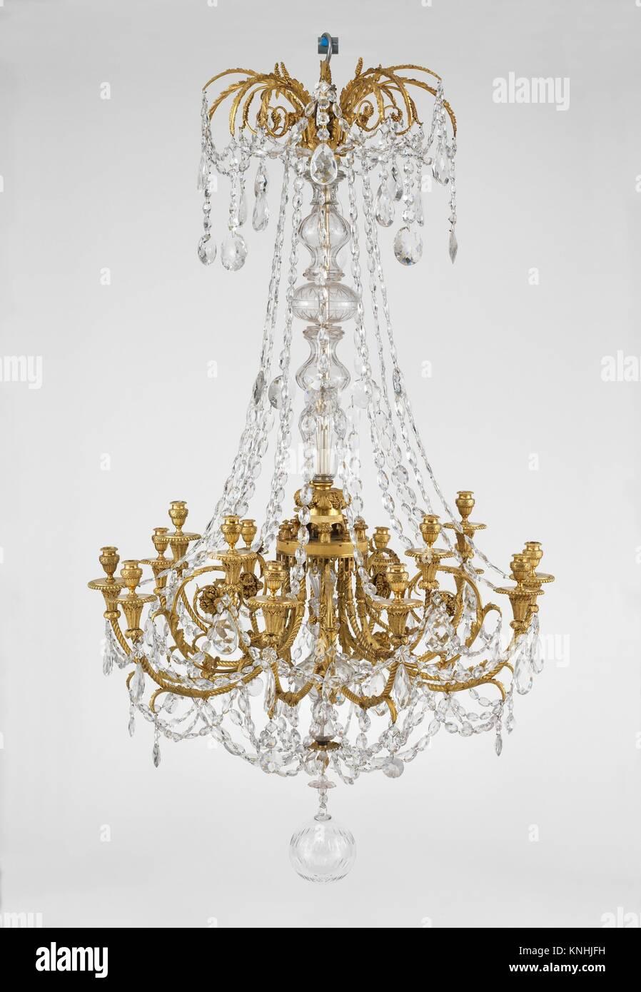 Wunderbar 15   Licht Kronleuchter. Datum: Ca. 1790; Kultur: Französisch; Medium:  Vergoldeter Bronze, Böhmisches Glas; Abmessungen: H.5 Ft. 5 In. (165,1 Cm);  Durchm.