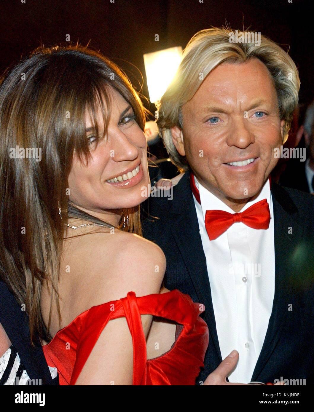 Archiv - der Mode Unternehmer Otto Kern und seinem dann - Frau Dana (Daniela)  stellen gemeinsam auf der 21 Opern Ball in Frankfurt am Main, ... 5ad8d84767