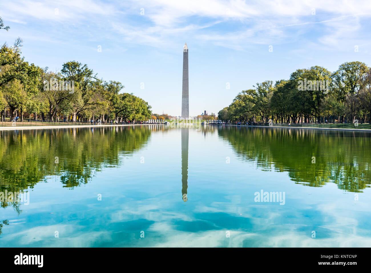 Washington Monument Distrikt von Columbia USA einen reflektierenden Pool Blue Sky tagsüber Wahrzeichen Stockbild