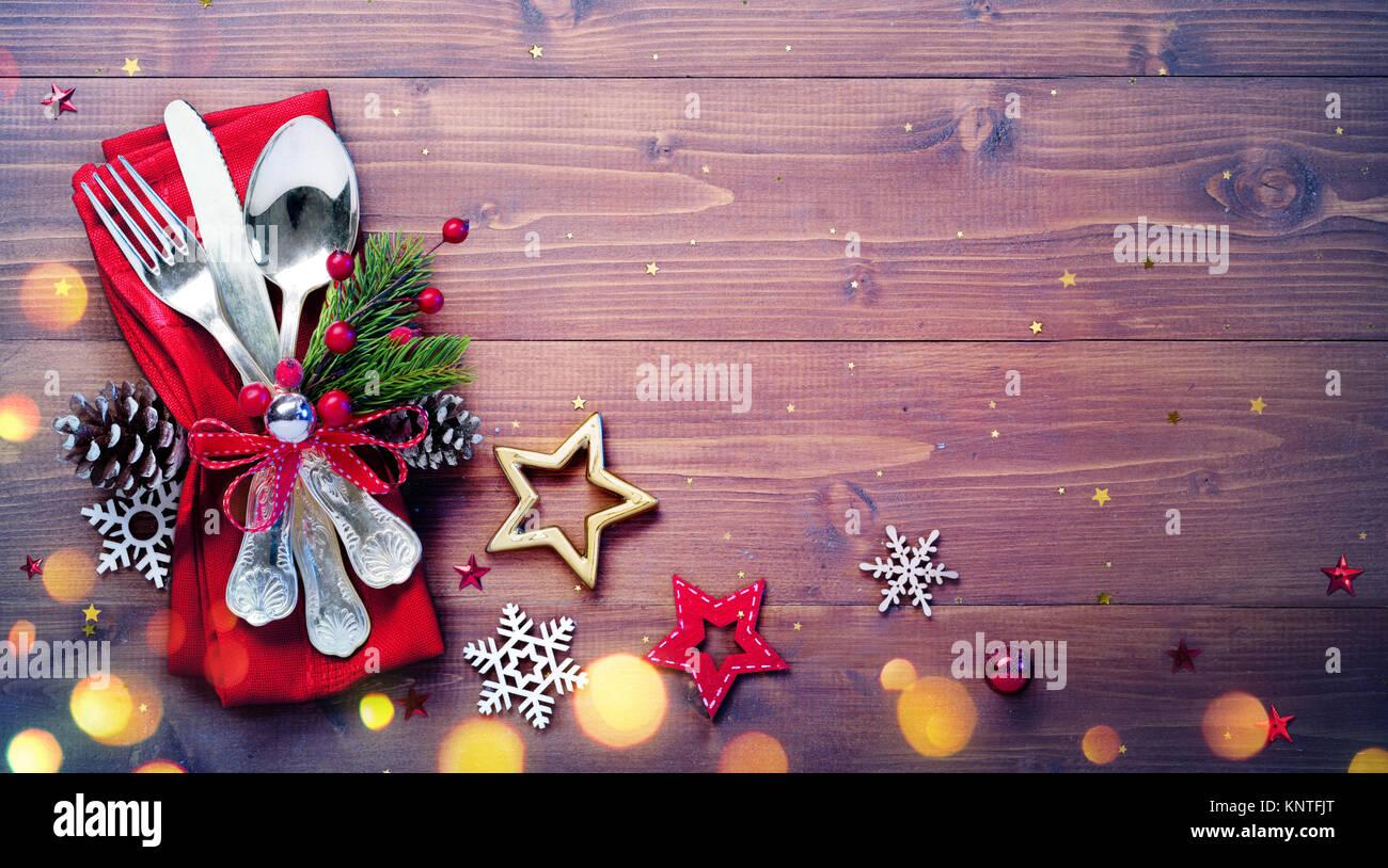 Vintage Besteck mit leeren Tisch und Weihnachten Dekoration ...