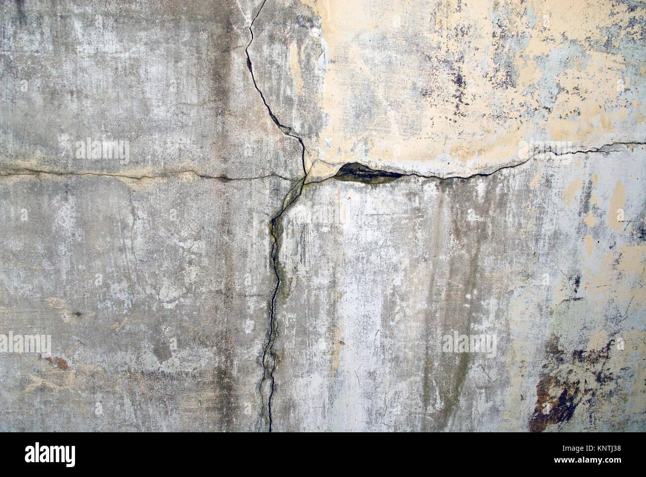 cracks in a wall stockfotos & cracks in a wall bilder - alamy