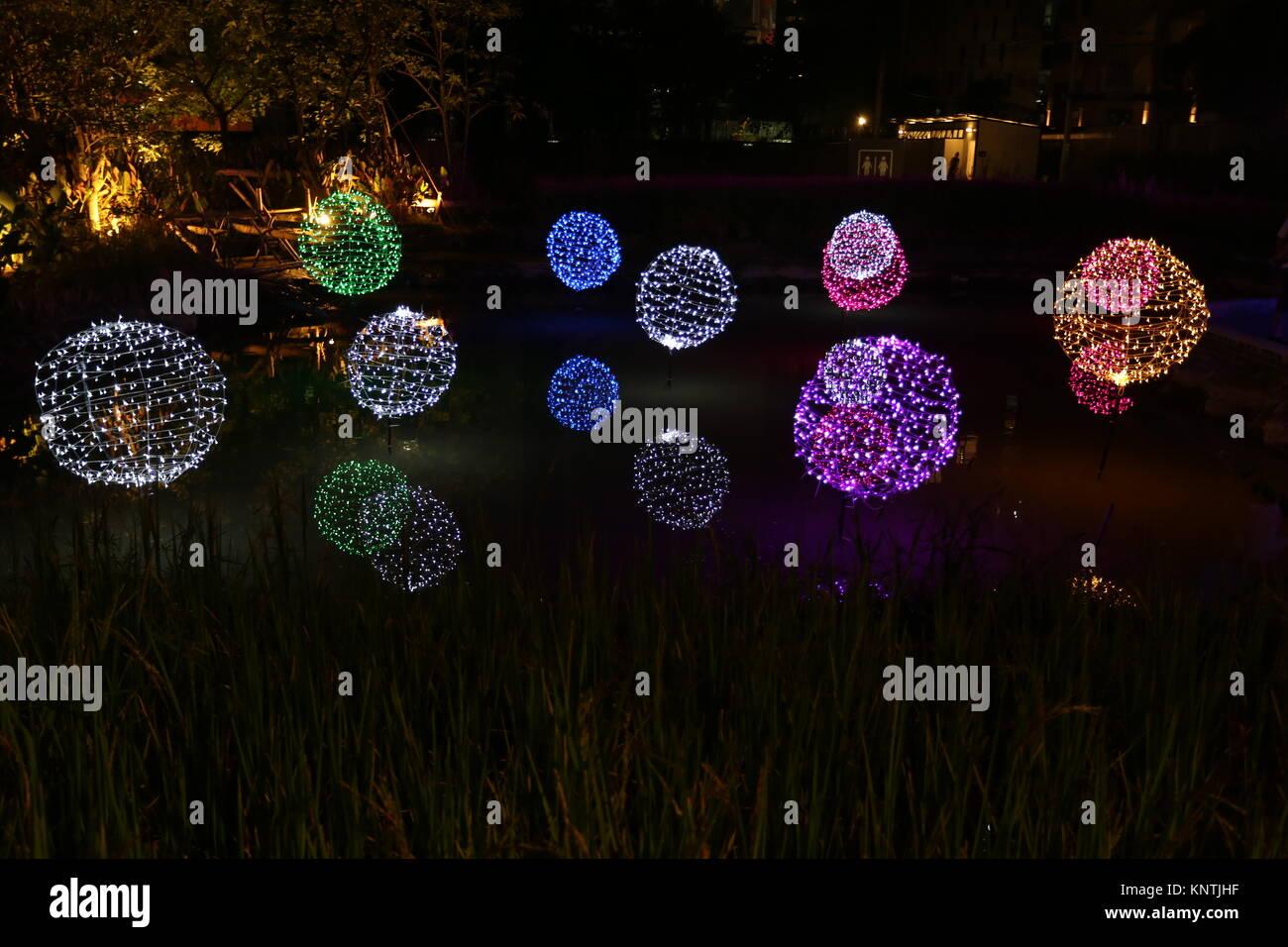 Das Festival der Beleuchtung in Bangkok beleuchtet die Ratchada Bereich im Aufbau für den Countdown zum Neuen Stockbild