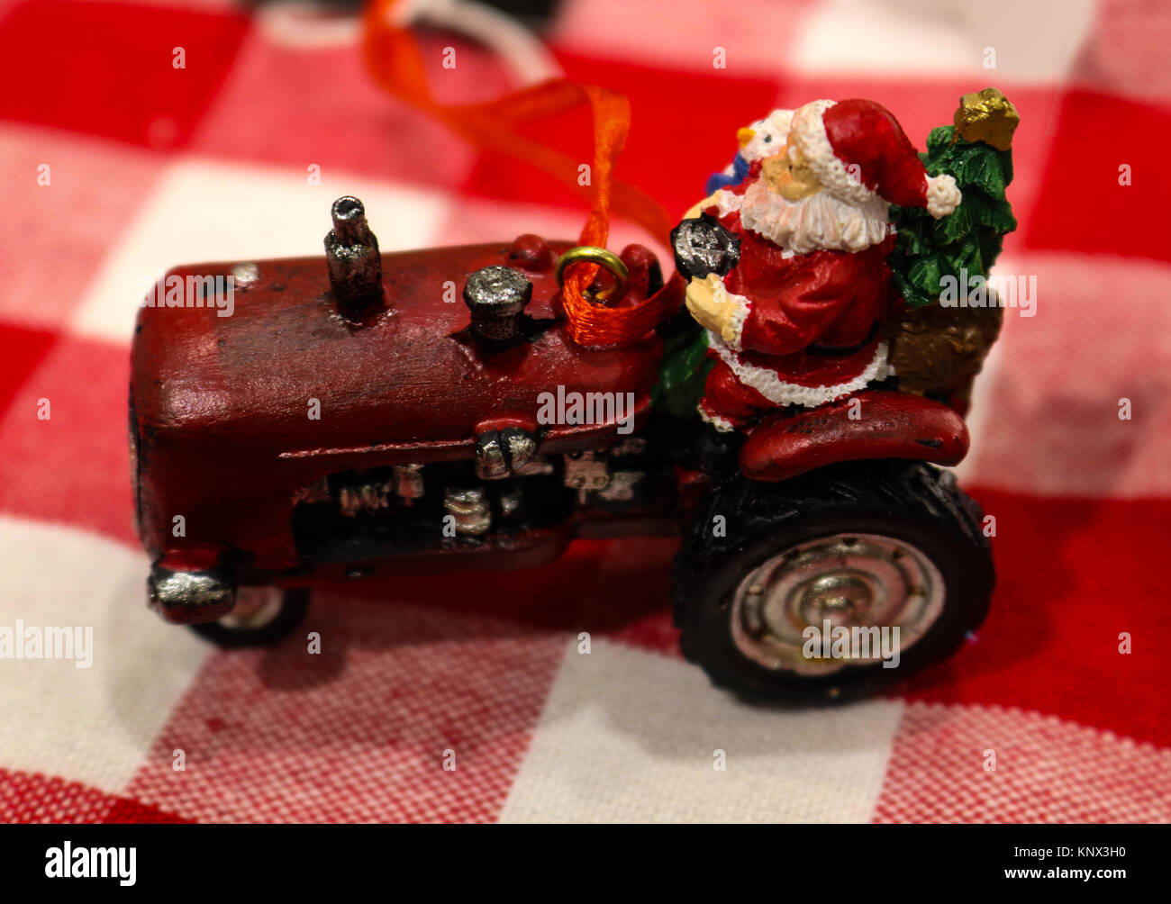 Red Tractor Holiday Stockfotos Red Tractor Holiday Bilder Alamy