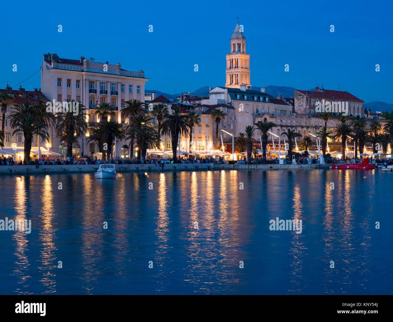 Split Kroatien Hafen bei Sonnenuntergang. Stockbild