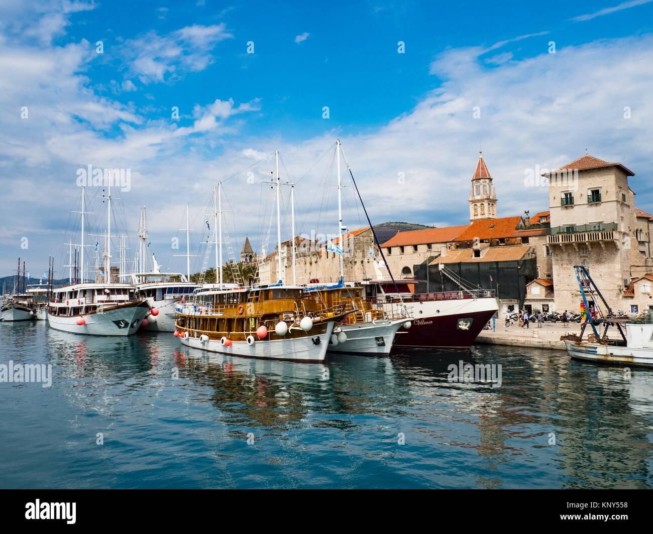 Trogir Kroatien Altstadt Hafen. Stockbild