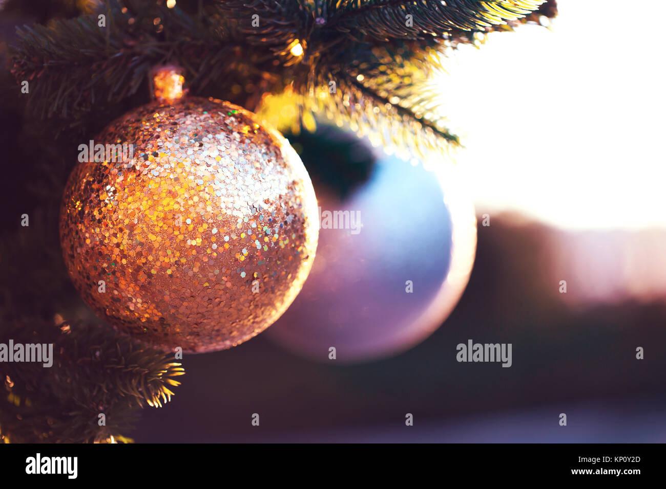 Weihnachten Kugel mit großen silbernen funkelt auf Tanne in schönes ...