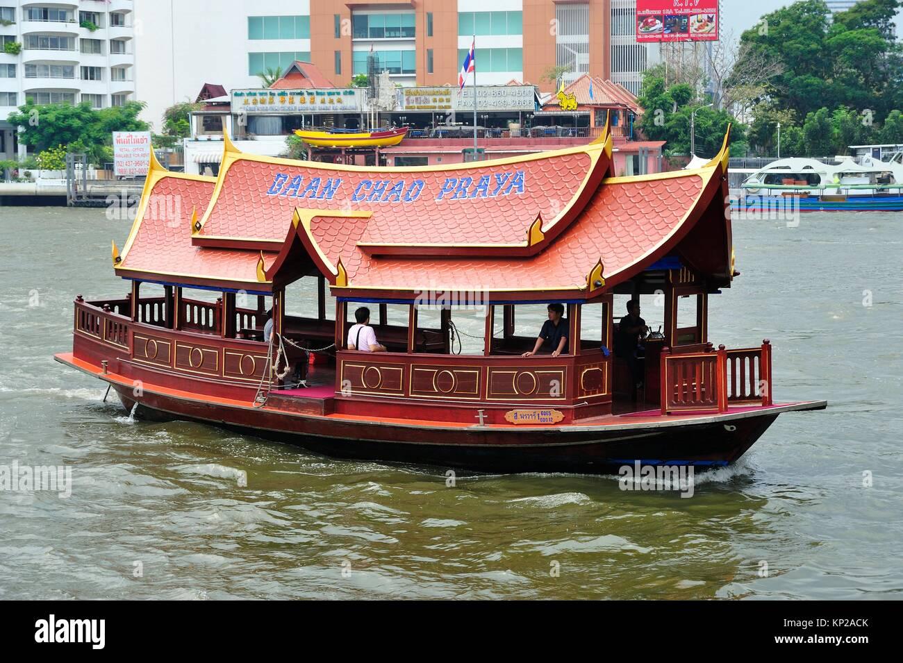 Tour Boot auf den Fluss Chao Phraya, Bangkok, Thailand. Stockbild