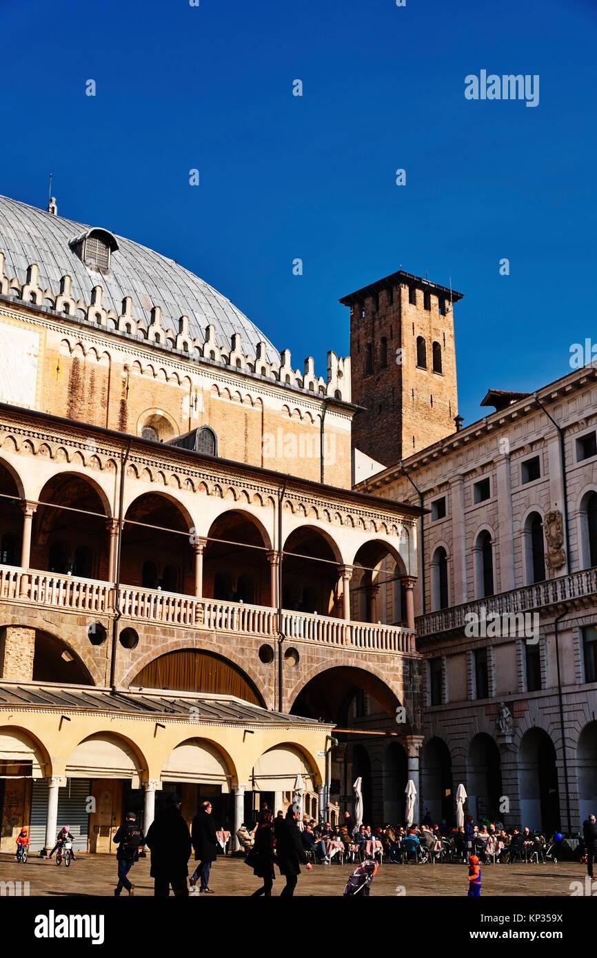 Italien, Venetien, Padua, Piazza delle Erbe (Quadrat), Palazzo della Ragione Stockbild