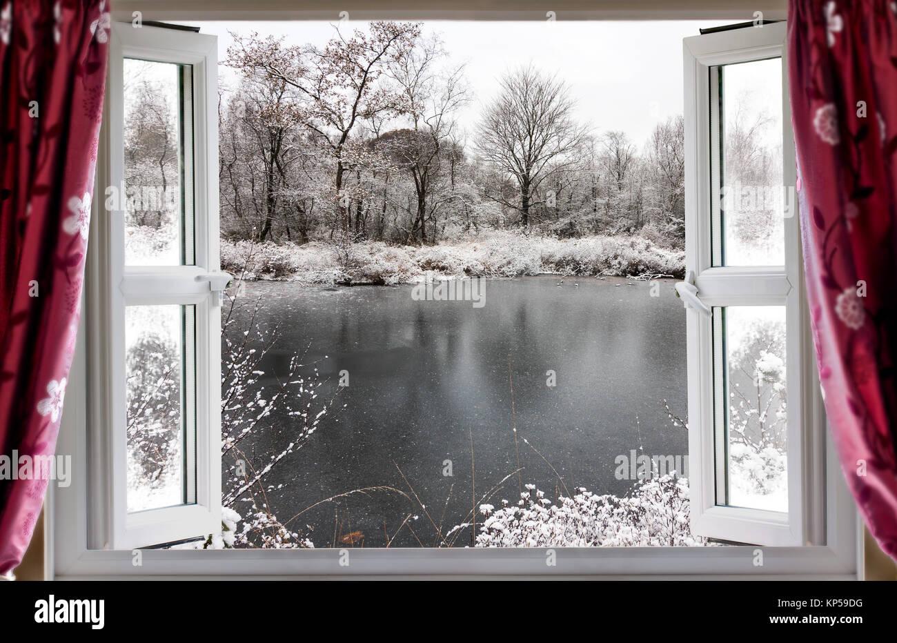 blick durch die offenen fenster auf einen sch nen gefrorenen see winter schnee im l ndlichen. Black Bedroom Furniture Sets. Home Design Ideas