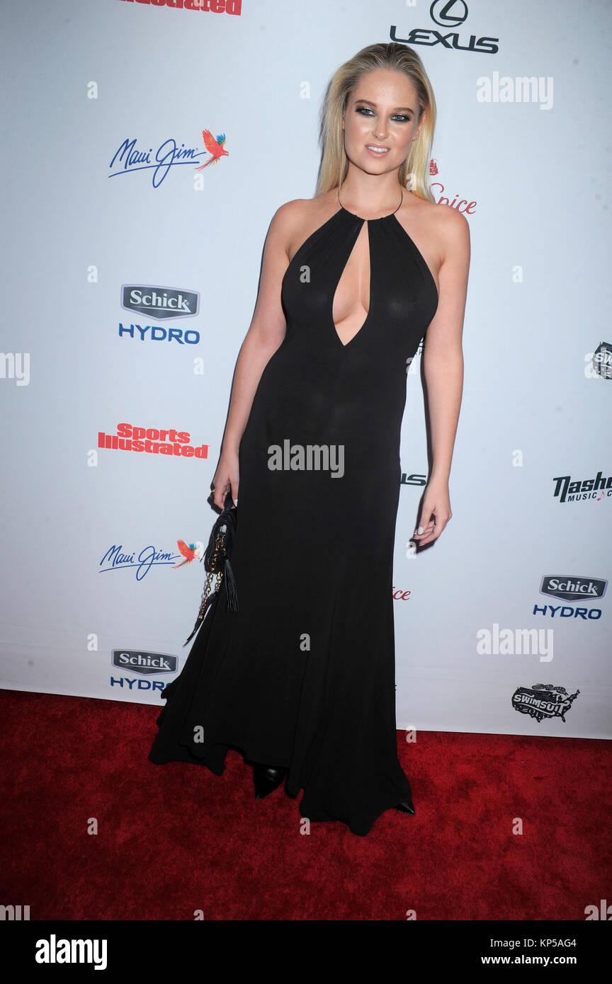 NEW YORK, NY - 10. Februar: Modell Ashley Graham besucht die 2015 ...