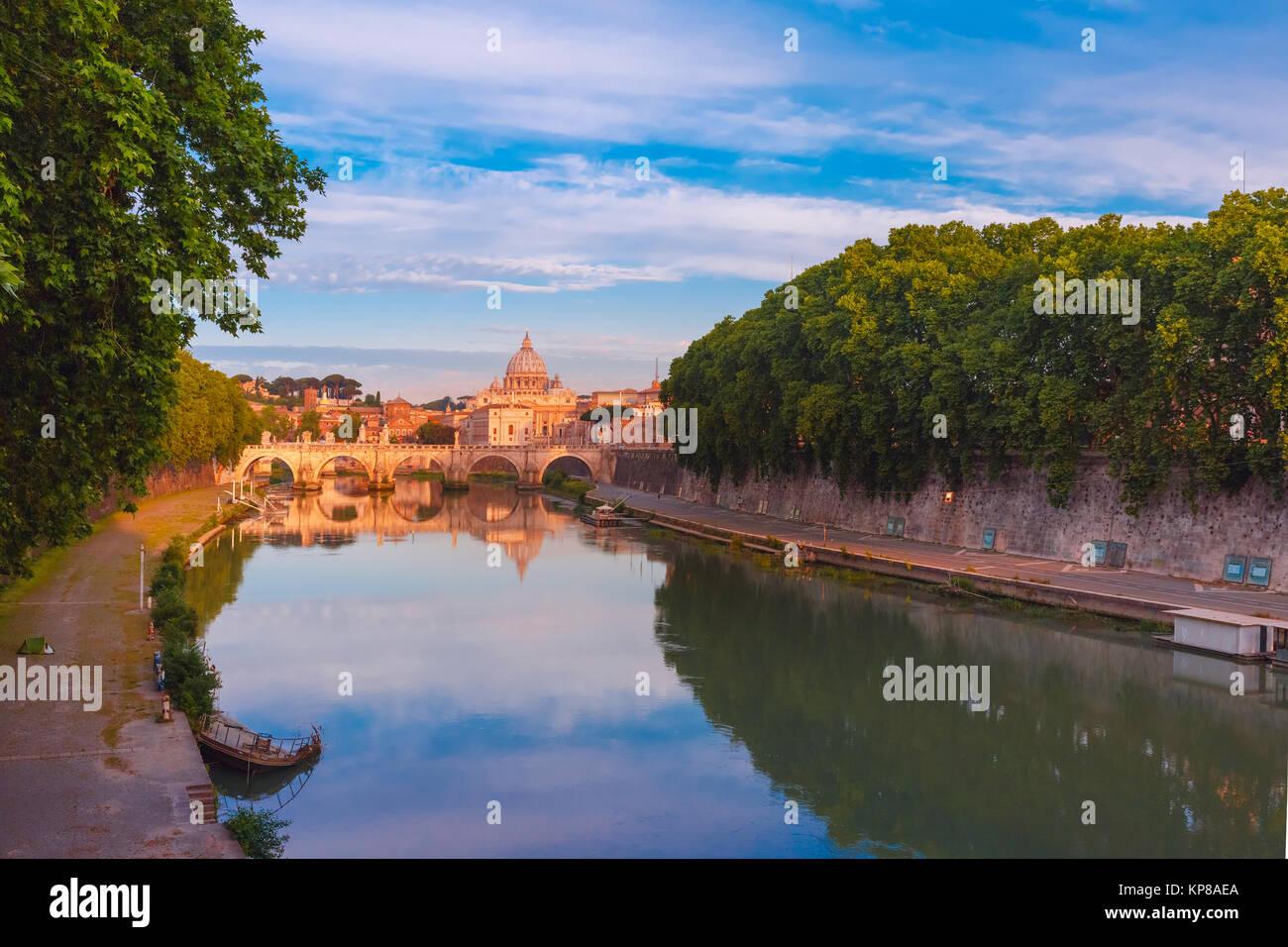 Kathedrale St. Peter in der früh, Rom, Italien. Stockfoto
