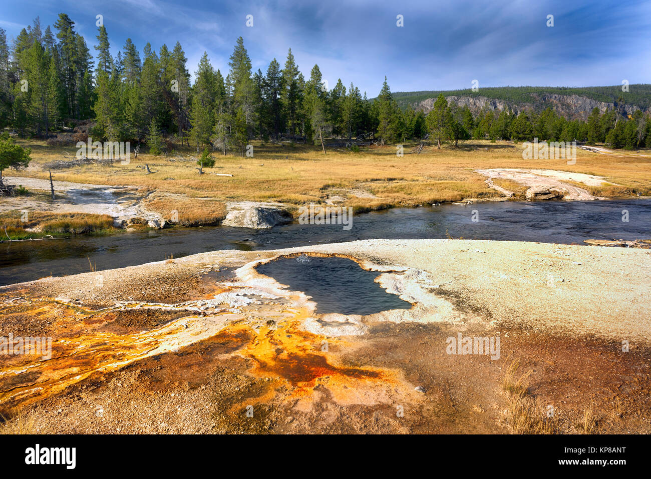 Firehole River, Yellowstone National Park, Wyoming, USA. Die firehole River fließt durch mehrere bedeutende Stockbild