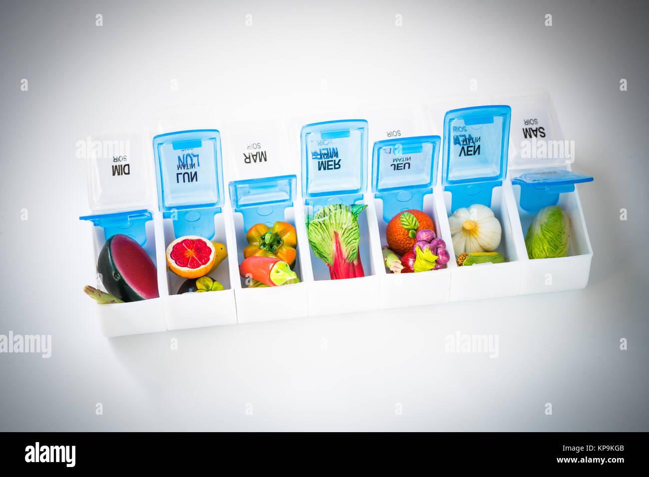 Konzeptionelle Bild zu illustrieren, dass eine gesunde Ernährung (Obst und Gemüse) verhindert, dass bestimmte Stockbild