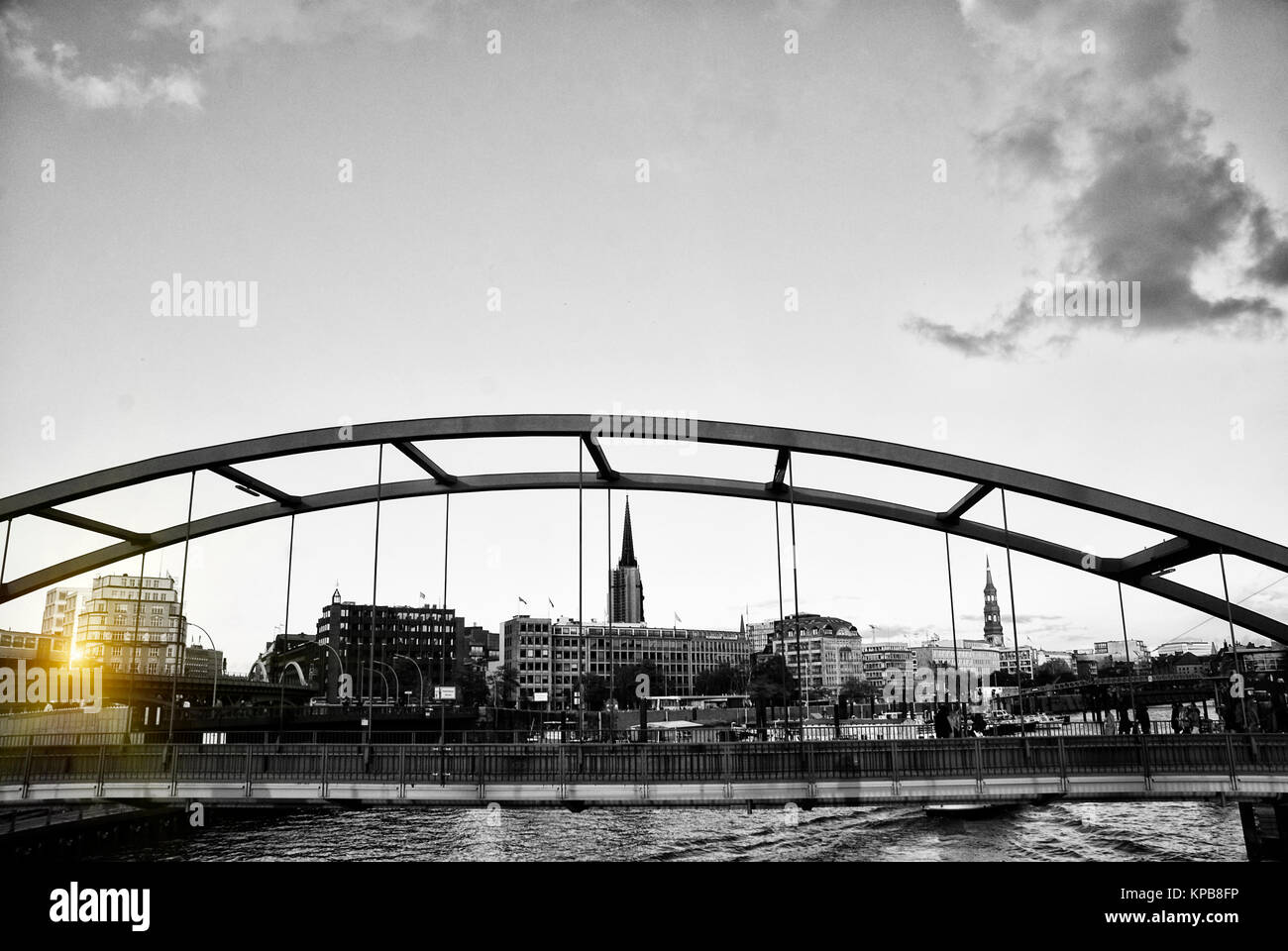 Am Baum wand Brücke in der Hamburger Innenstadt Suchen Stockbild