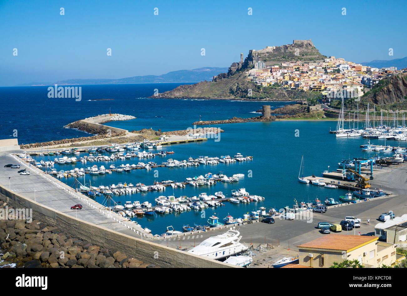 Blick auf den Hafen und Castelsardo, Sardinien, Italien, Mittelmeer, Europa Stockbild