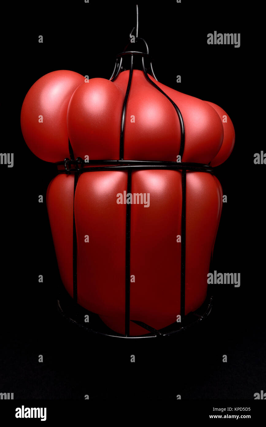 Ballon aufgeblasen in einem Käfig Stockbild
