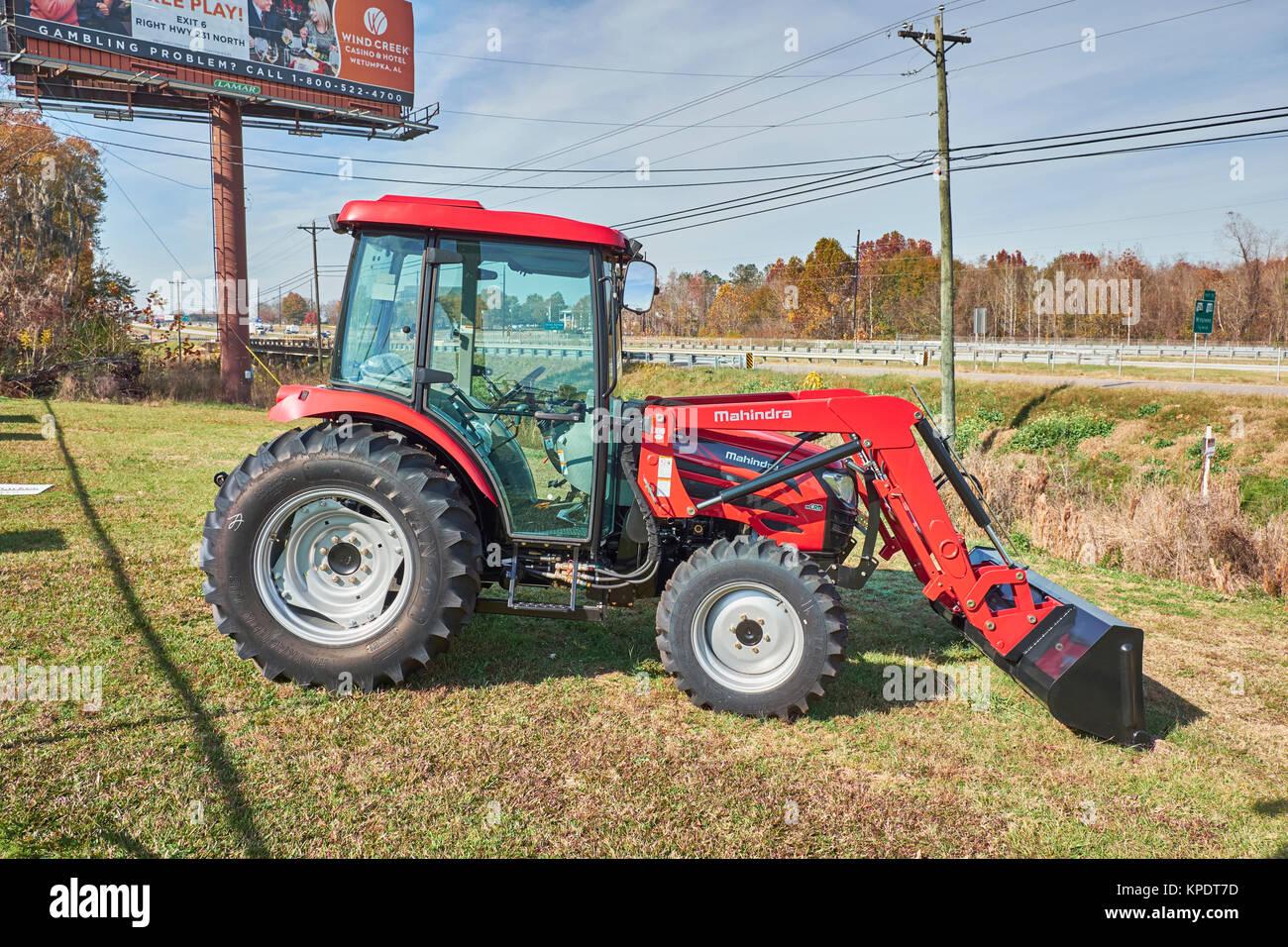 mahindra tractor stockfotos mahindra tractor bilder alamy. Black Bedroom Furniture Sets. Home Design Ideas