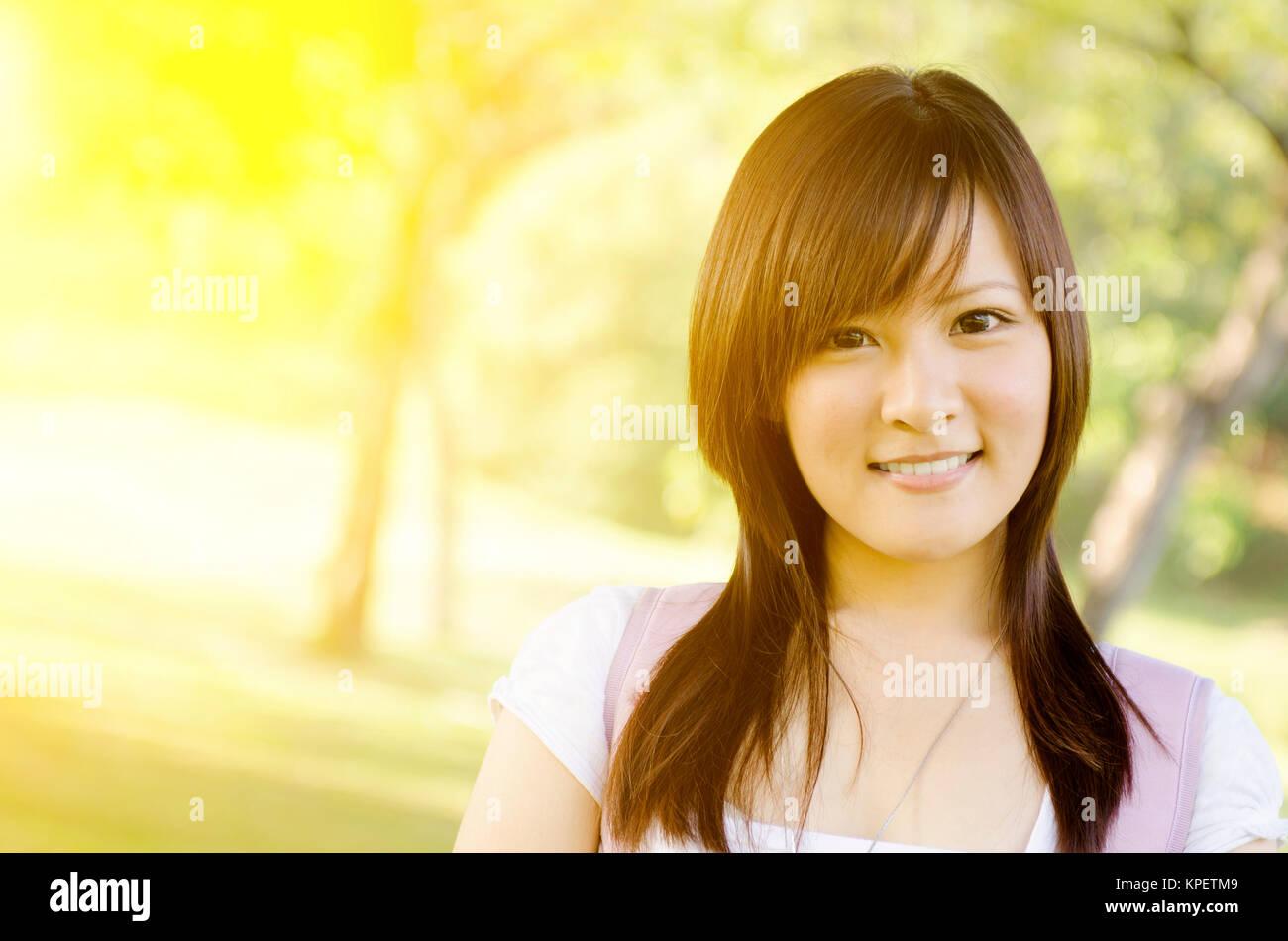 Amerikanisches College-Mädchen Asiatisches Full text