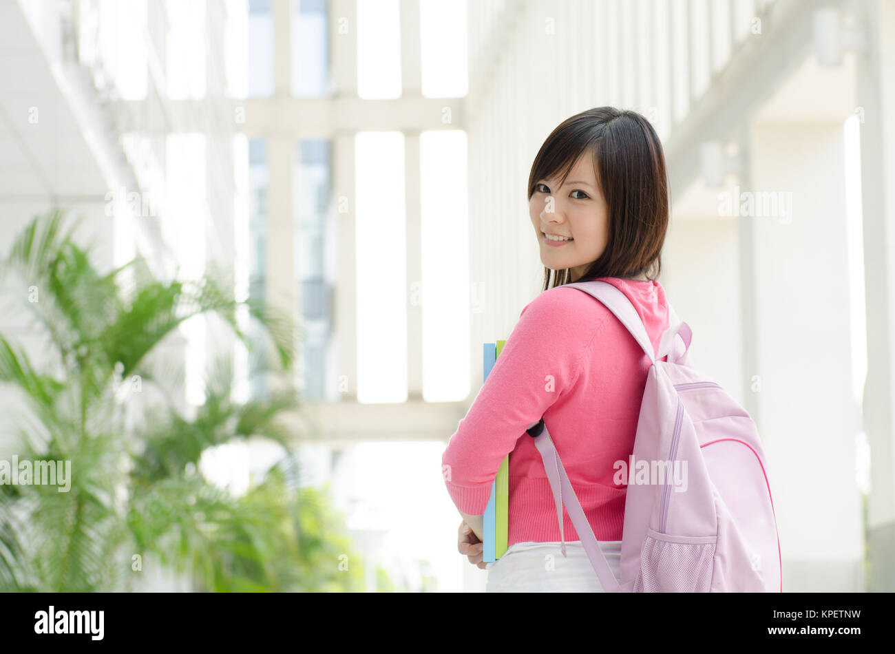 Amerikanisches College-Mädchen Asiatisches Butternuss (Juglans