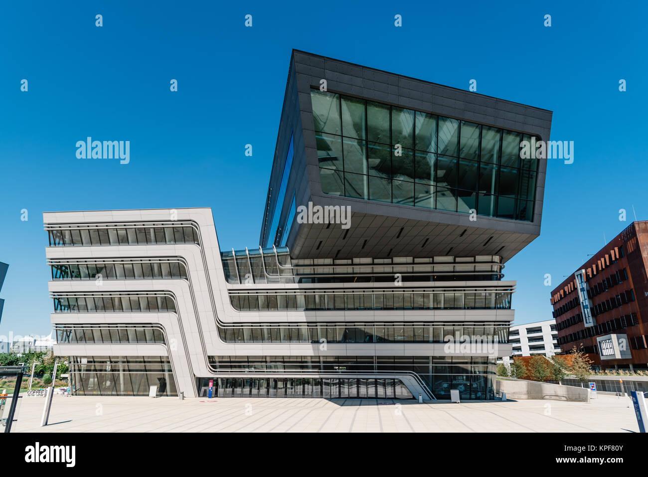 Moderne Architektur Gebaude An Der Universitat Wien Stockfoto Bild