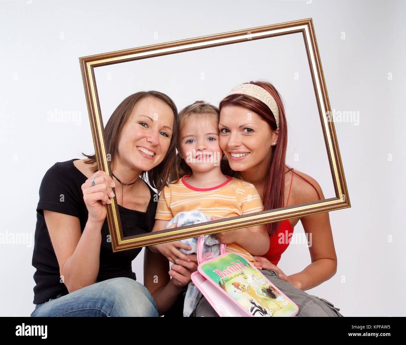 Zwei Frauen Mit Kind Im Bilderrahmen - Frauen mit kleinen Mädchen in ...