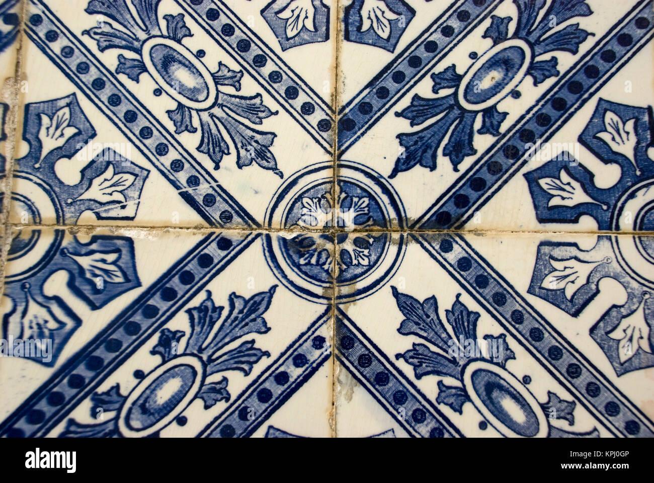 Portugiesische Fliesen Azulejos In Blau Und Weiß Stockfoto Bild - Portugiesische fliesen kaufen
