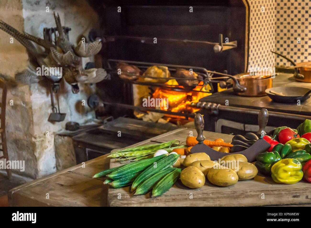 essen auf den tisch zum essen wie im mittelalter vorbereitet stockfoto bild 168896753 alamy. Black Bedroom Furniture Sets. Home Design Ideas