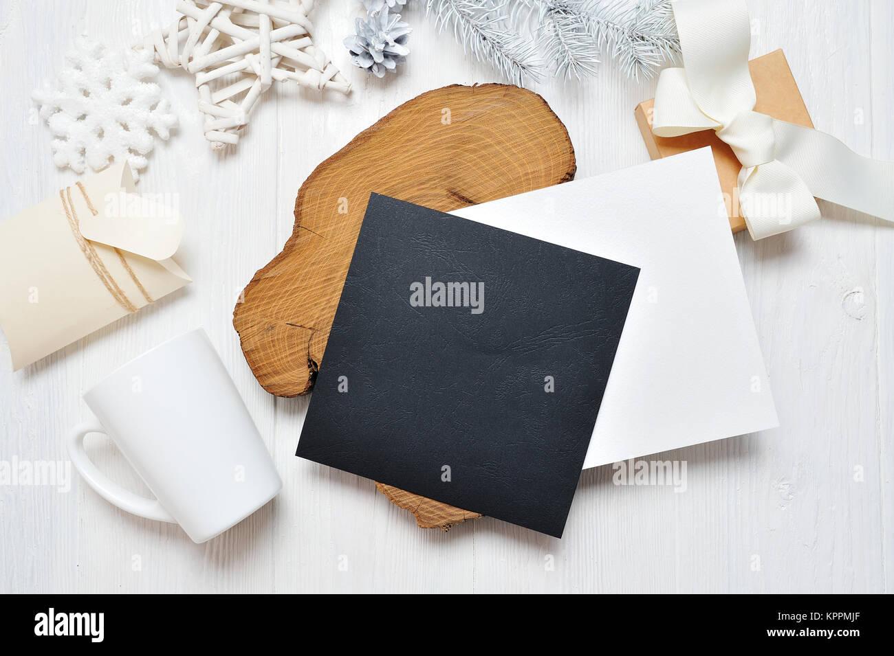 Mockup Weihnachten Schwarz Grußkarte Brief Im Umschlag Und Becher