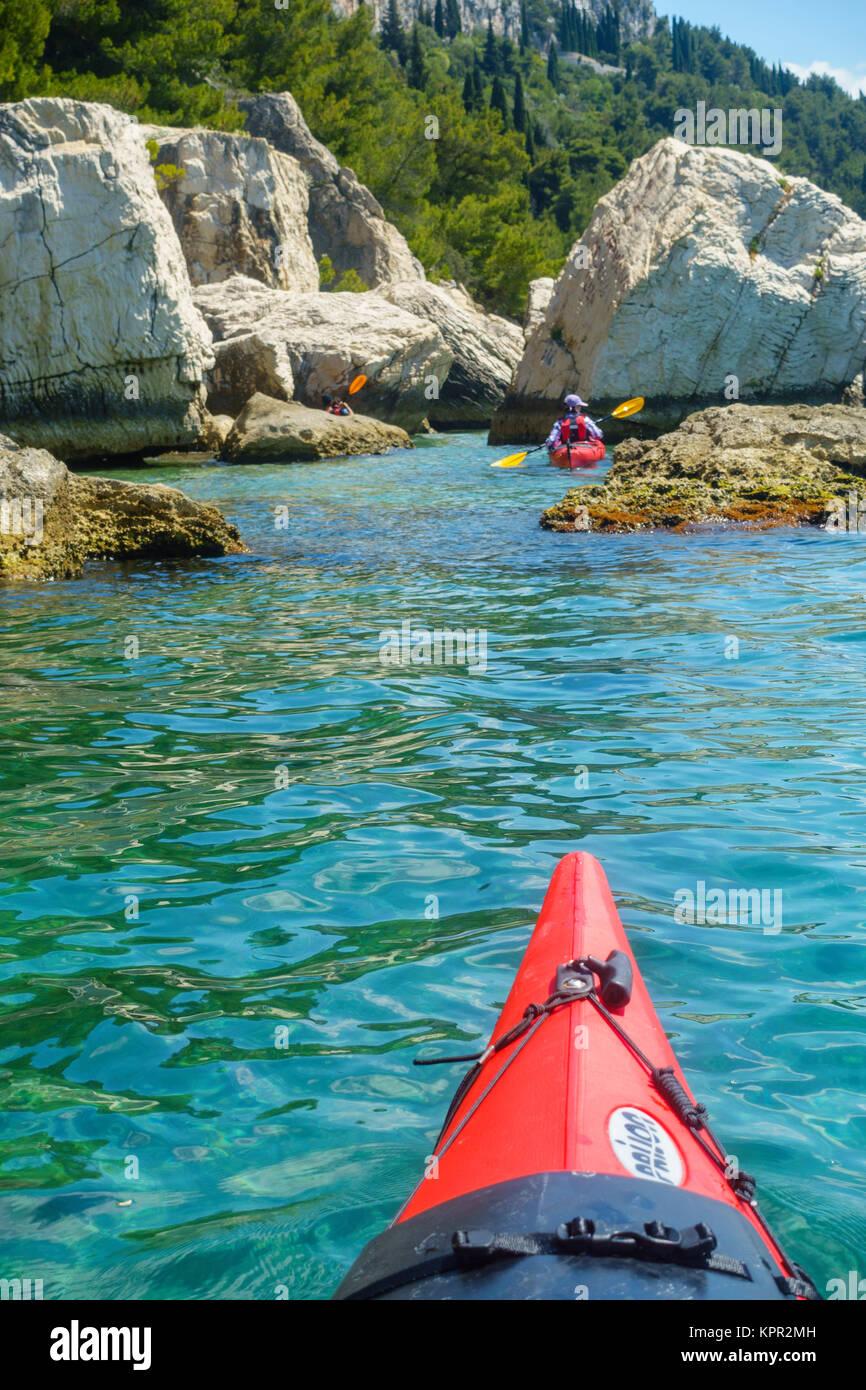 Kajakfahren auf dem Meer in der Nähe von Split, Kroatien Stockbild