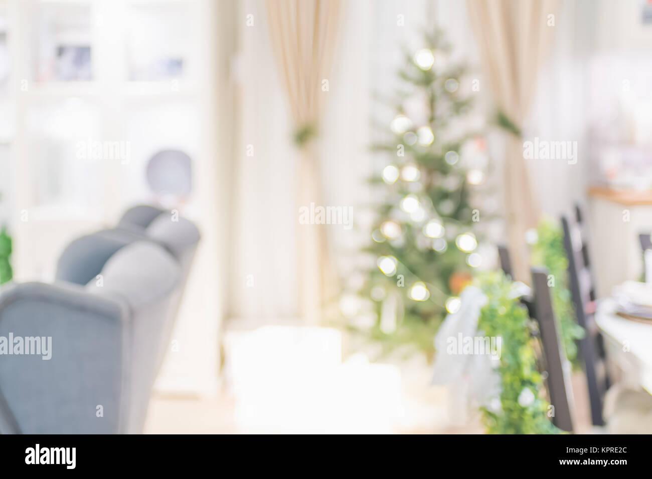 Weihnachtsbaum Mit Licht String Und Kugel Dekoration Mit Abstract Blur  Wohnzimmer Bokeh Hellen Hintergrund Zu Hause, Kulisse Für Winter Festliche