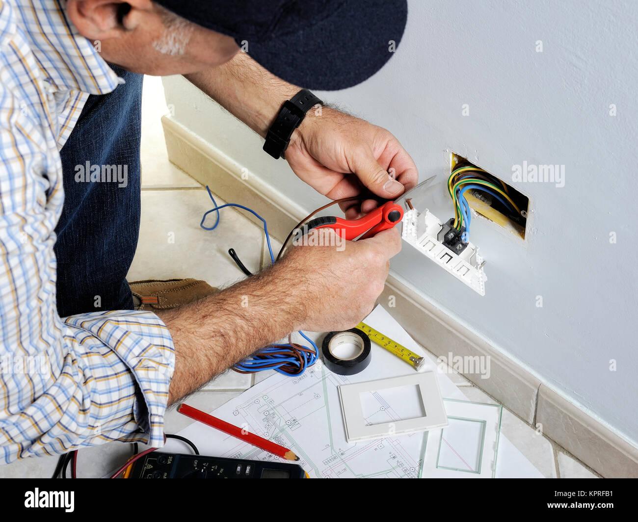 Ziemlich Elektrischen Schalter Anschließen Fotos - Die Besten ...