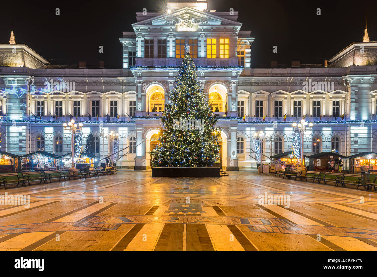 Arad Rumänien arad rumänien dezember 17 2015 weihnachtsbaum vor dem arad