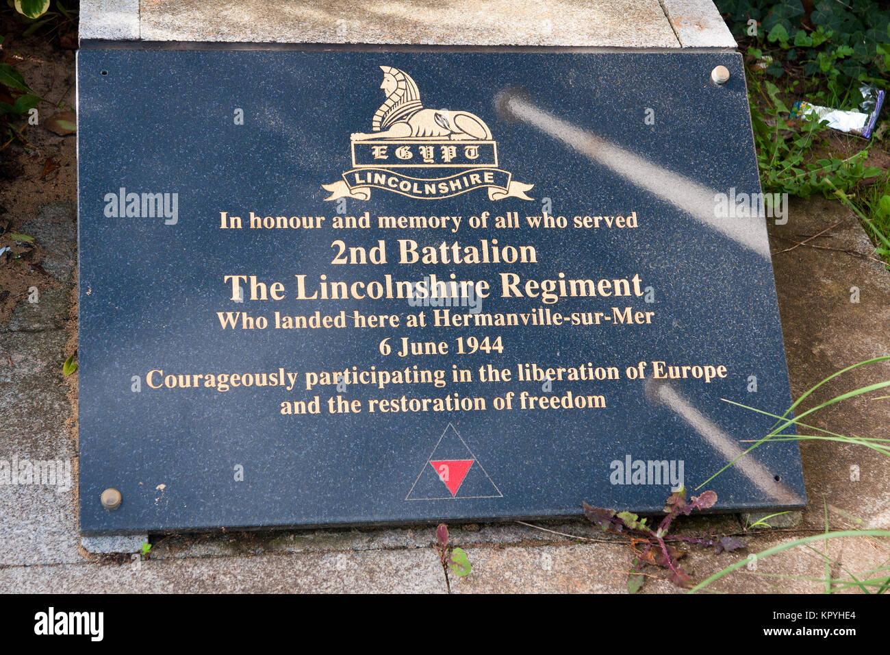 Denkmal für die Lincolnshire Regiment bei Hermanville-sur-Mer, Normandie, in den ersten Momenten der Aliied Stockbild